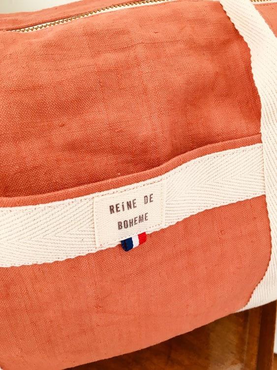 poche et marque d'un sac en toile de couleur en toile recyclée orangée fait à la main en France