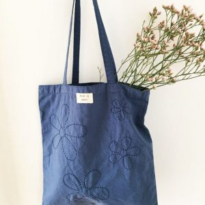 Tote bag upcyclé brodé main indigo Reine de Bohème made in France