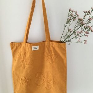 Tote bag upcyclé brodé main curcuma Reine de Bohème made in France