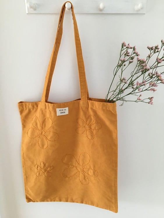 Tote bag upcyclé brodé main curcuma Reine de Bohème made in France
