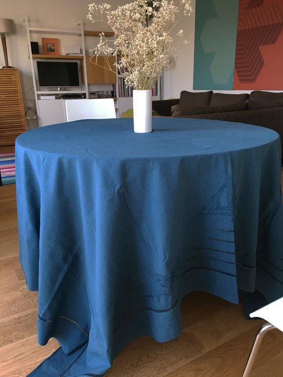 Grande Nappe en coton/lin ancien brodé bleu indigo reine de Bohème