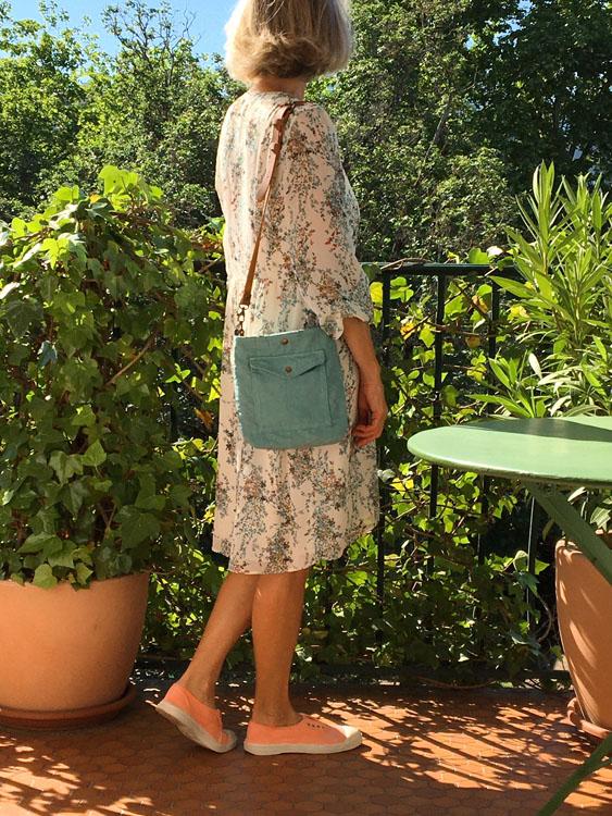 Sac femme format besace en coton/lin recyclé bleu-vert et bandoulière en cuir camel