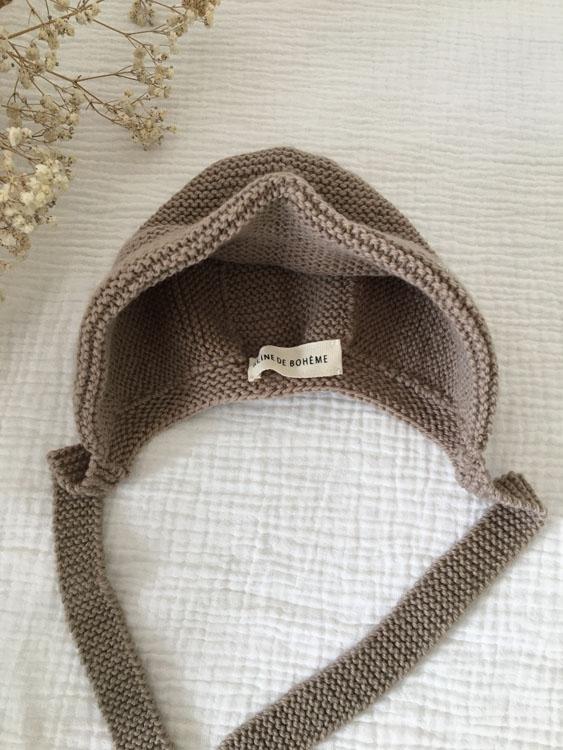 Béguin bébé Reine de Bohème taupe tricoté main made in France atelier Reine de Bohème