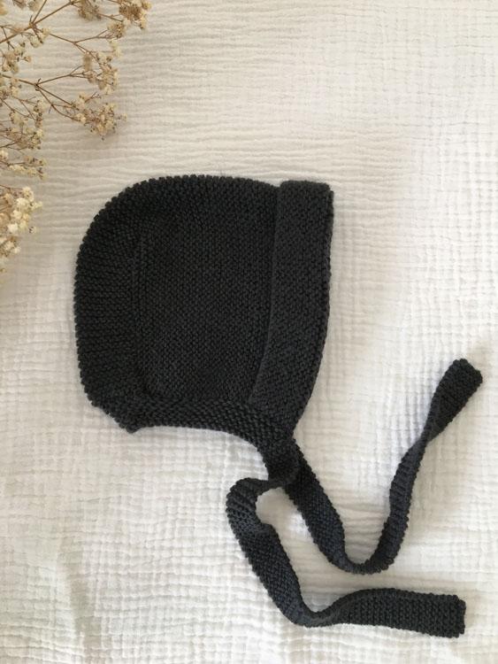 Béguin bébé anthracite à lanières tricoté main