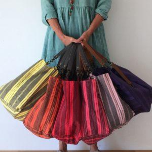 Cabas Reine de Bohème en coton/lin recyclé et toile à matelas, made in France jaune, corail, rouge, rose foncé, rose clair, violet coté rayé